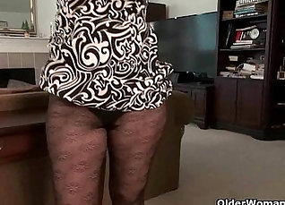 Extra petite mature milf rides and orgasms chozzle  