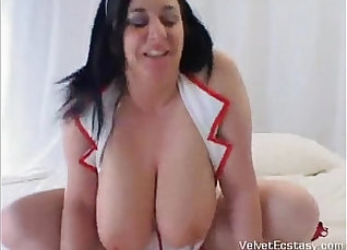 BBW takes some silicon before going to the doctors  