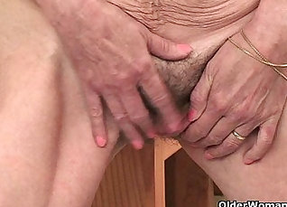 Jazmine Flores Fingering Her Hairy Pussy |