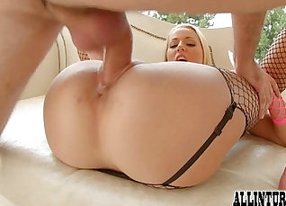 Creampie smell - bubble butt and pussy |