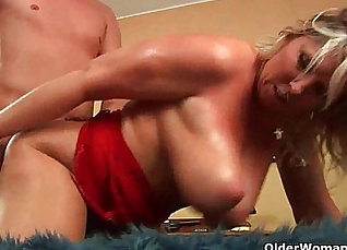 Busty mature mom with big natural tits gets fucked |