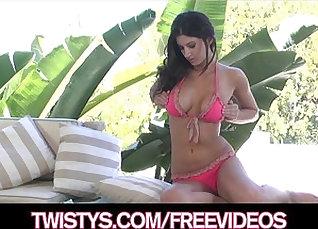 Bikini model masturbates in the pool and shows her clit |