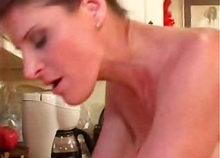 Real mature woman gets creamed in mouth by a cock |