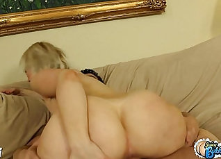 Bigboit girlfriend enjoys riding my prick |