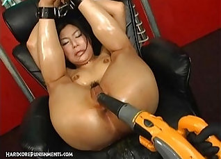 Bondage LExpert Roxanne Chung In Extreme Therapy |