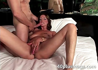 Brunette babe toying and fucking herself |