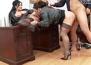 Old boss ass fucked in the office |